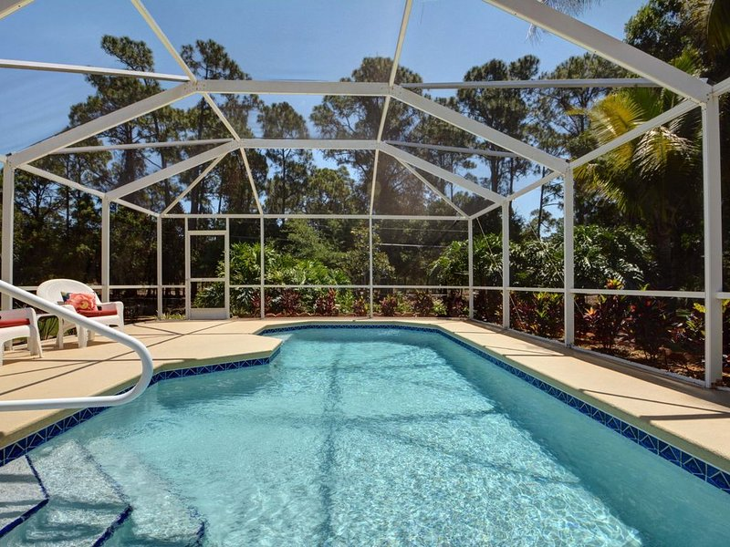 Beautiful And Relaxing Heated Pool Home 3/2, location de vacances à Vero Beach