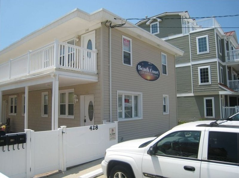 Beach Block Condo/Oceanview- Rentals $600/ Wknd Upto $1600/wk, holiday rental in North Wildwood