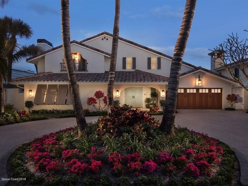 New Luxury Beach Paradise Oceanfront House with Pool! 1 Hr to Disney/Universal!, vacation rental in Satellite Beach