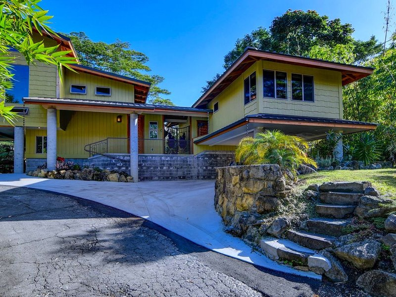 Incredible Reeds Island Of Hilo Ohana 1 Tropical Premier Five Star Guest House, holiday rental in Honomu