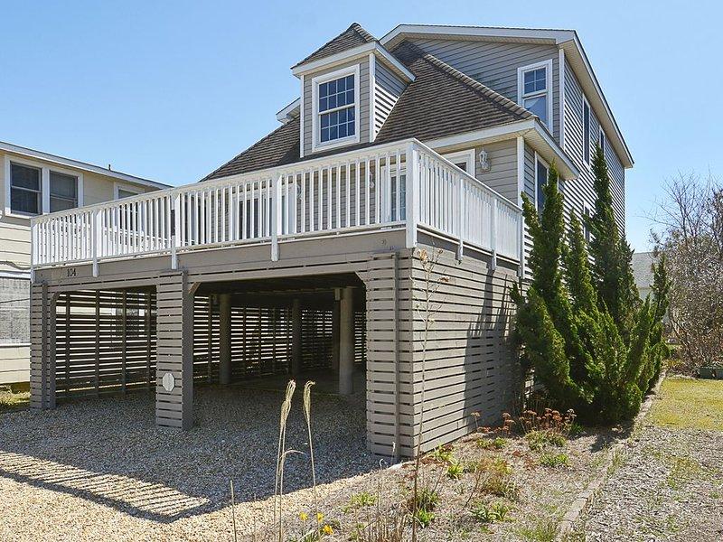 Ocean Block, 4 BR+ Den/3.5 BA House W/Ocean View, holiday rental in Bethany Beach