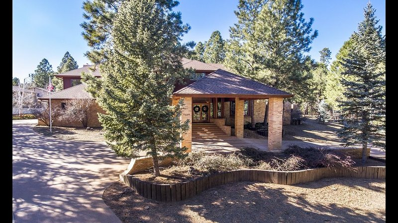 Luxury estate in the pines of Flagstaff! AC, Pool Table, Hot Tub!, vacation rental in Flagstaff