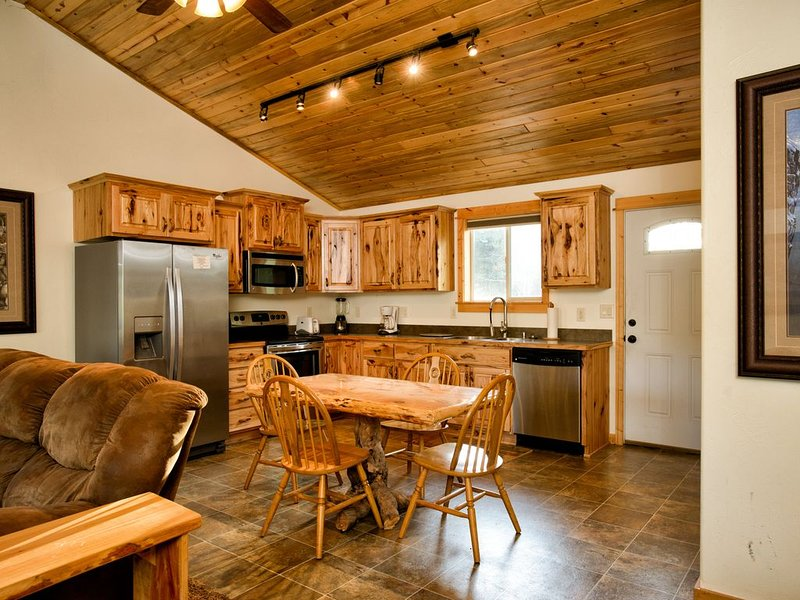 Share great meals and the day's events in the fully equipped, beautiful eat-in kitchen.