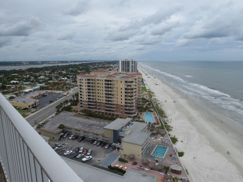 SNOWBIRDS /SUMMER VACATIONS Oceanfront 2br2b furnished  on 21st flr Indoor pool, casa vacanza a South Daytona