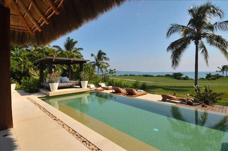 SPECTACULAR 5* Luxury OCEANFRONT Villa,7* staff, 6 Bed 7b at 4 Seasons, location de vacances à Punta de Mita