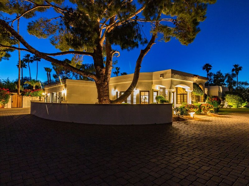Santa Barbara inspired Spanish Colonial Adobe estate home nearly 7000 sq ft., vacation rental in Paradise Valley