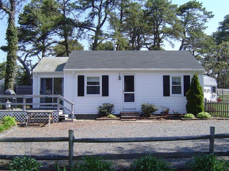Walk to beach-Ocean Drive, Updated Cottage, location de vacances à Dennis