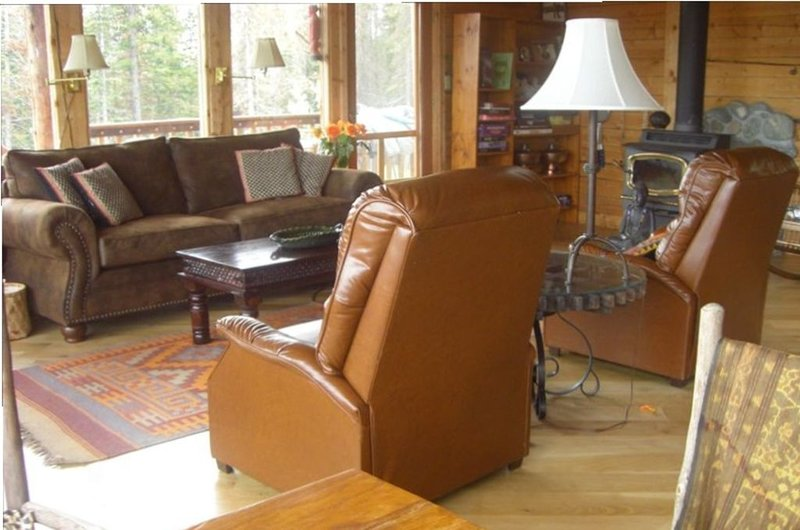 Log cabin with a view of the world at your feet: Hahn's Peak and Wyoming views, holiday rental in Clark