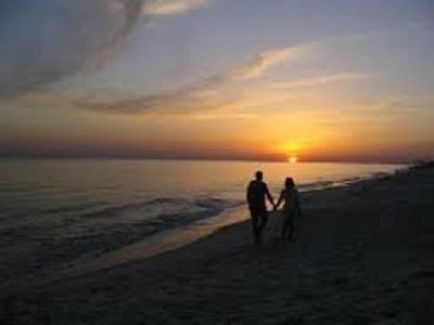 Dar un paseo por la playa