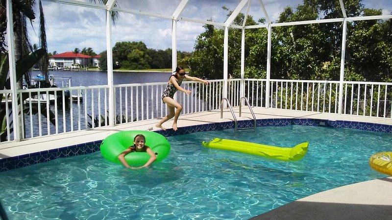 3 Bedroom-3 Bathroom-4 TV-HeatedPool-2 Bikes-Canal View Quiet & Private, vacation rental in Goodland