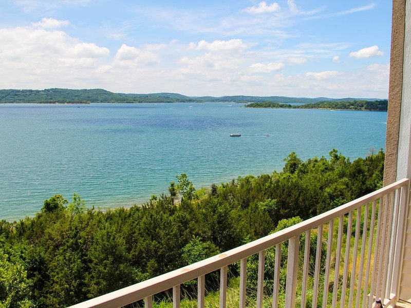 Exceptional Tablerock Direct Lakefront. Stunning Views & Breathtaking Sunsets!, holiday rental in Hollister