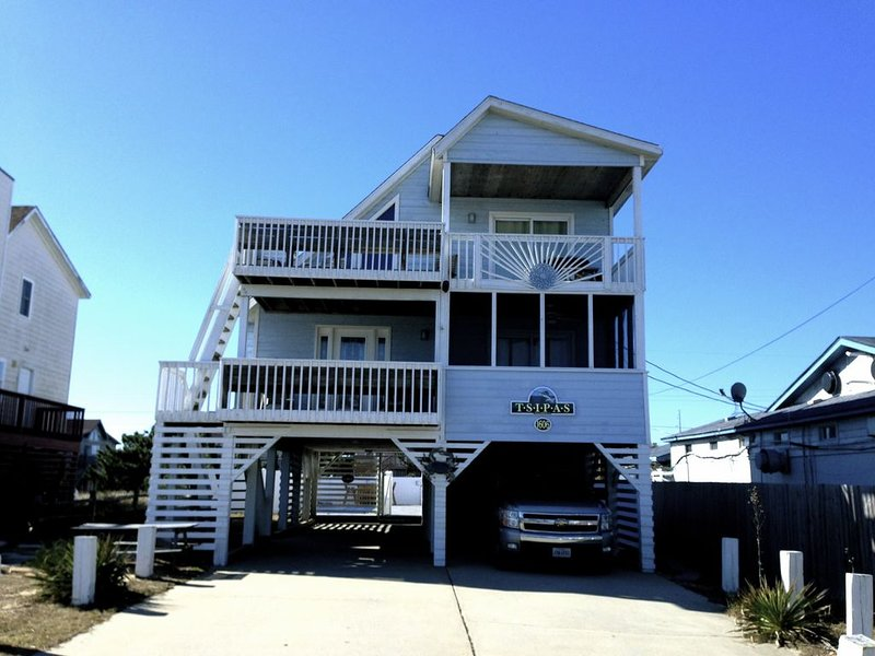 Tsipas Oceanview Walk to Beach Restaurants Movies  Shopping!, vacation rental in Kill Devil Hills