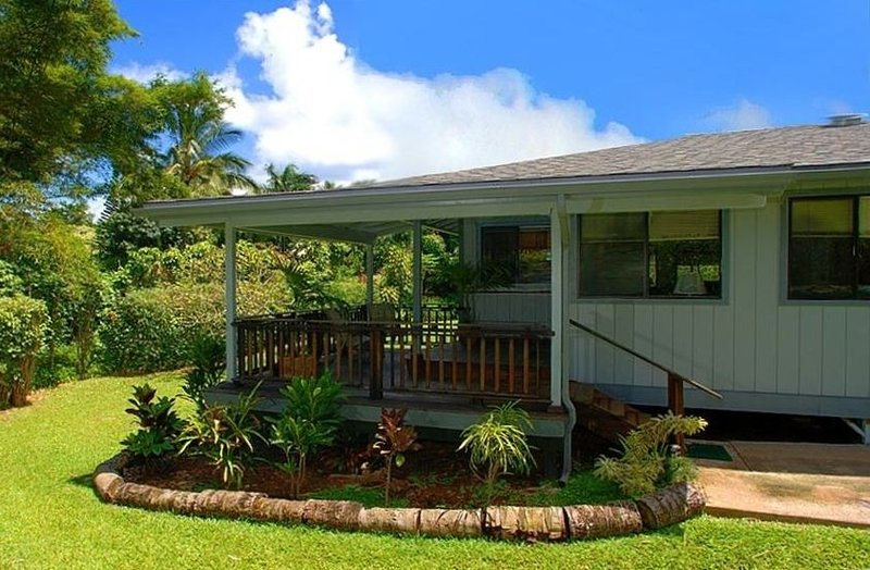 North Shore Cottage Rental - Beautiful Tropical Surroundings!, alquiler de vacaciones en Kilauea