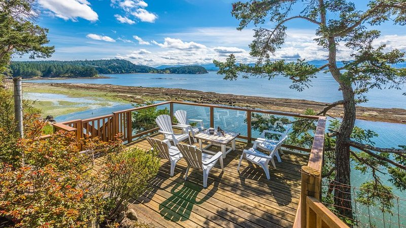 EXECUTIVE HOME BALANCED ON THE EDGE OF THE SALISH SEA, holiday rental in Nanaimo