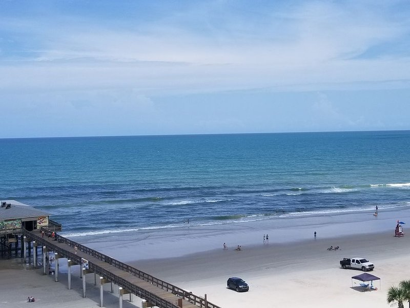 Sunglow..Beautiful, updated & relaxing 2bd/2bath 8th floor corner unit on sand!!, holiday rental in Daytona Beach Shores