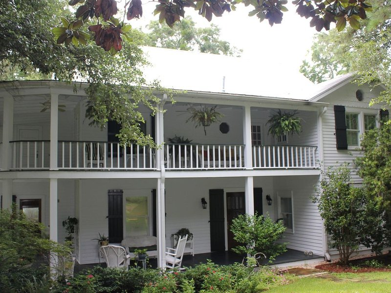 Spend Your Vacation In A Real Southern Historic Hotel, casa vacanza a Fairhope