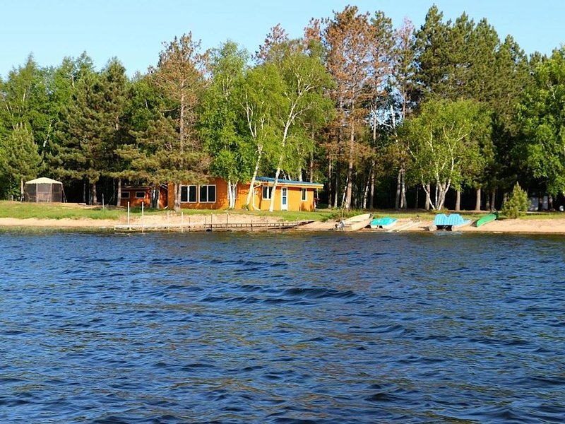 4 Season Cabin Located 25 Feet From The Shore Of Big Sturgeon., holiday rental in Hibbing