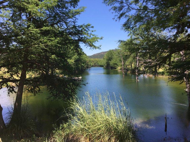 Over 300 acres and a private lake, casa vacanza a Bandera County
