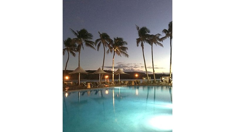 Blue Hawaiian- Elegant Deluxe Condo Loft Unit at Turtle Bay, holiday rental in Kahuku