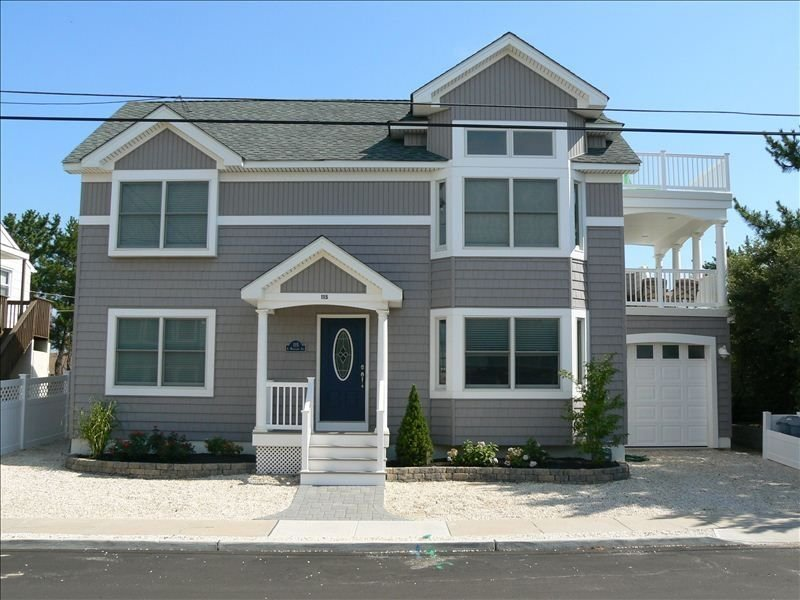 Pristine 5 Bedroom Ocean Block Home, vacation rental in Beach Haven