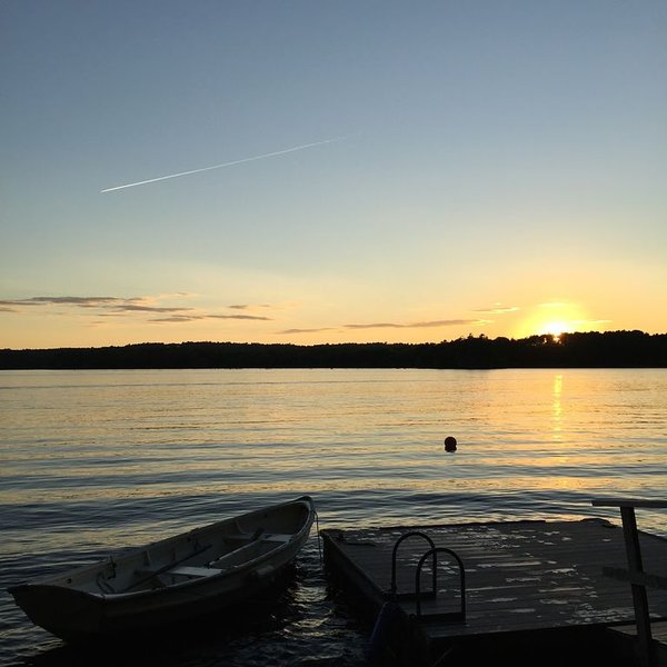 Beautiful Sunsets on Damariscotta Lake, alquiler de vacaciones en Jefferson