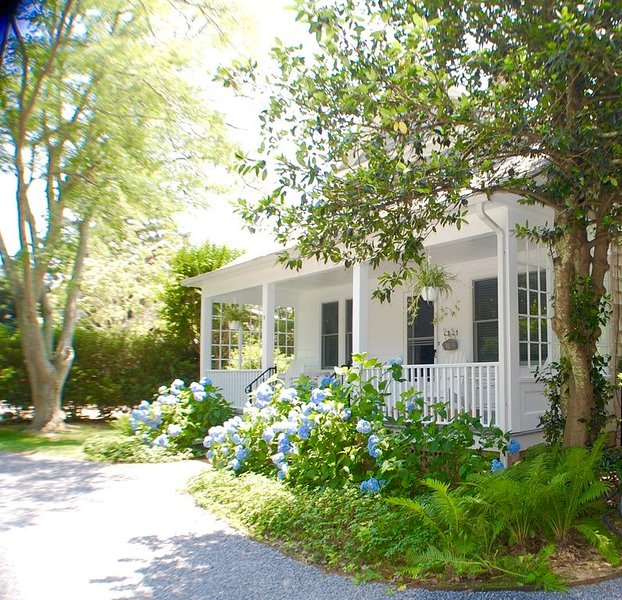 Home in the Heart of East Hampton Village, location de vacances à East Hampton