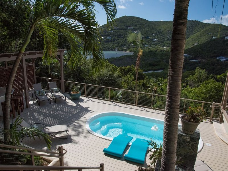 Casa Del Palmas ~ Blissfully Elegant Island Retreat, vakantiewoning in Hawksnest Bay