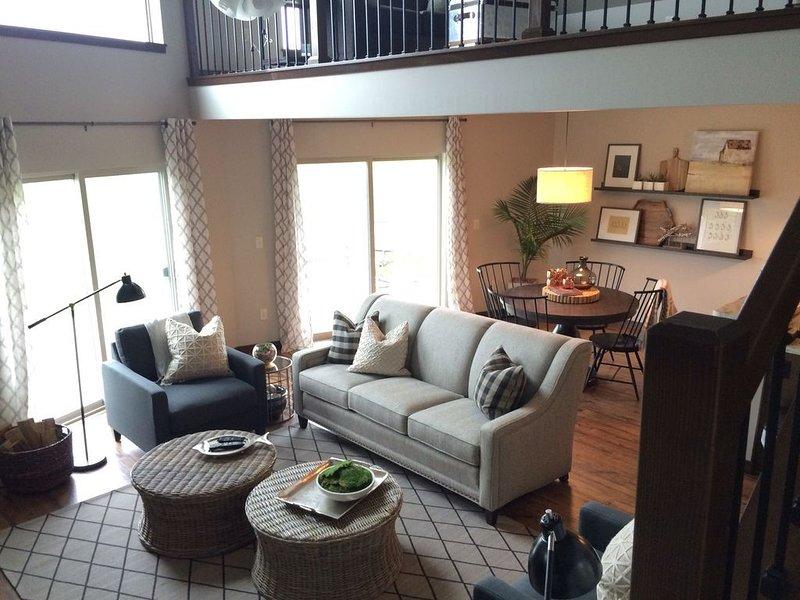 Luxurious Lakehouse Living at Bridges Bay! Sleeps up to 10 people!, holiday rental in Spirit Lake