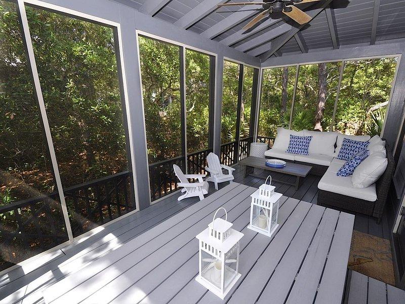 Short walk to Beach & Pool! Screened Porch ~ Bikes ~ Beach Chairs ~ Pack-N-Play!, casa vacanza a Alys Beach