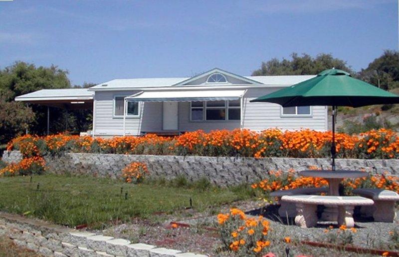 Starry Oaks Cottage on 15 Acres, location de vacances à Badger
