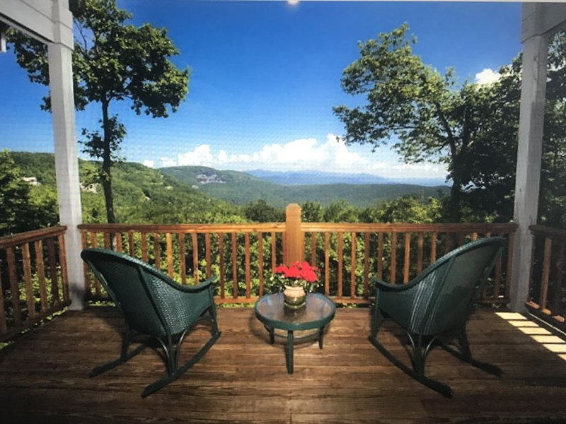 Beautiful Mountain home in Lake Toxaway Estates, Ferienwohnung in Lake Toxaway