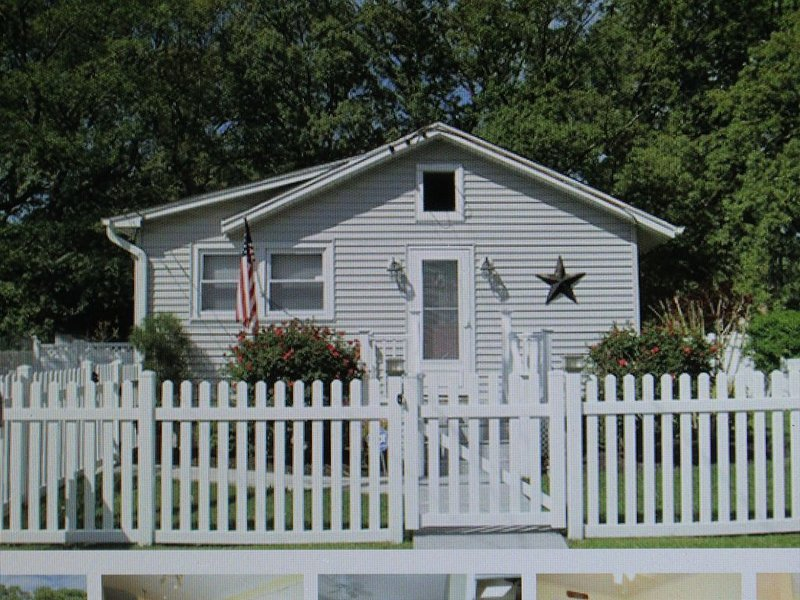 Charming / Affordable / Gut Renovated / Fully Fenced in Yard / DOG FRIENDLY, holiday rental in Lower Township