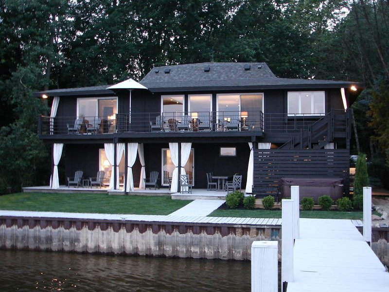 Luxury Waterfront Home - Best View in Saugatuck, vacation rental in Saugatuck