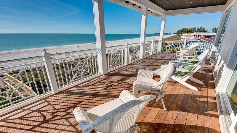 Beachfront Luxury Home Directly On The White Sands of The Gulf of Mexico, holiday rental in Bradenton Beach