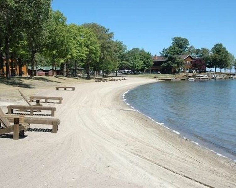 Priceless Beach Front Views of Leech Lake, Large Beautiful Condo, vacation rental in Walker