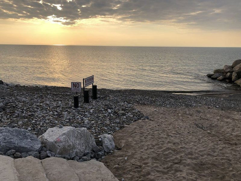 10/15-10/19 $325/NT Walk to All Pets Assoc Beach Fire pit Heated Pool (closed), holiday rental in New Buffalo