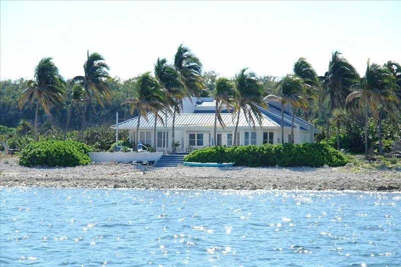 Oceanfront, Pool, Gourmet Kitchen, Pc/Dsl, 2 Acres - the Best!, Ferienwohnung in Little Cayman