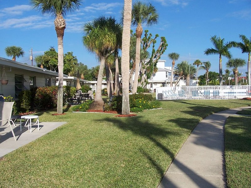 Waterfront Ground Level Condo Only Steps From The Beach, vacation rental in Englewood