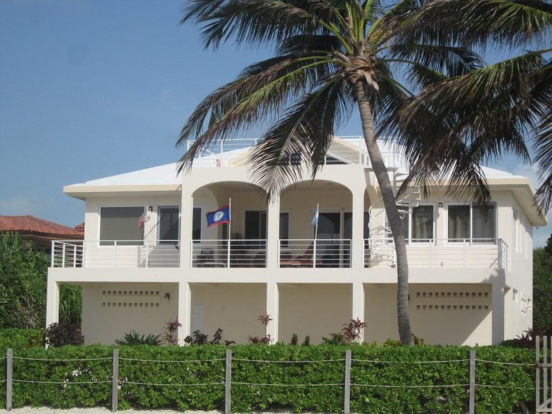 Elegant and Luxurious Sea Front Villa 2 BR / 3 Bath, holiday rental in Xcalak
