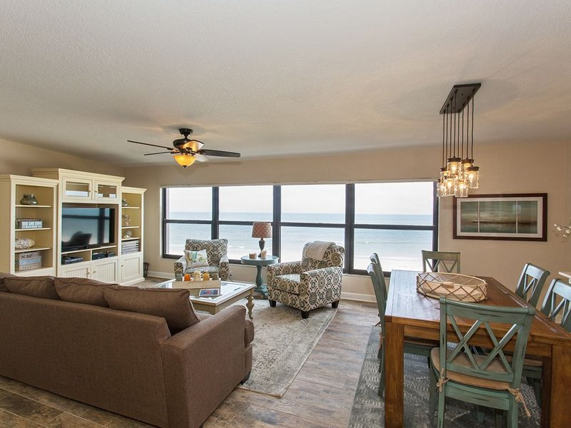 Amazing Beachfront Condo 22 Steps from Gulf water's edge in Belleair Beach, FL, vacation rental in Belleair Beach