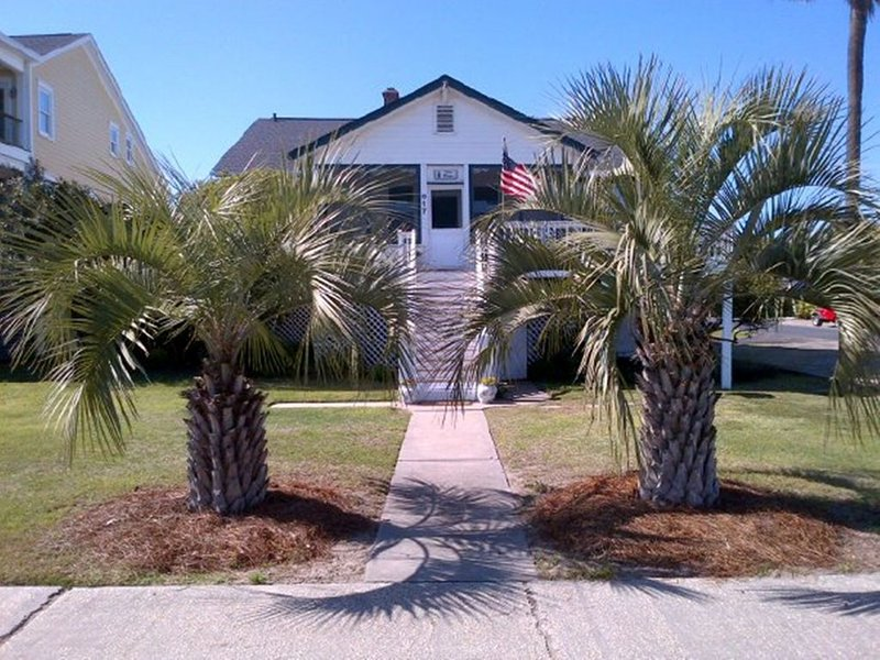 Ocean views all over house, and  beach access is in front of deck/screened porch, holiday rental in Isle of Palms
