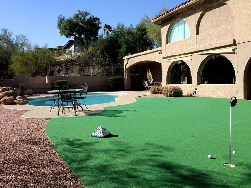 * NEW LISTING * 12 Beds - Golf Course Views - Great for Golfers or Groups, casa vacanza a Fountain Hills