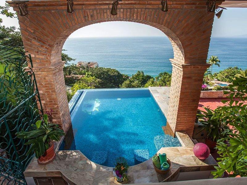 3 Bedroom Luxury Villa, 180 degree Ocean View, Private Heated Pool, location de vacances à Puerto Vallarta