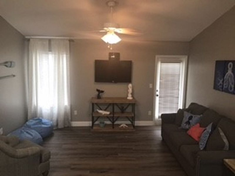 Under The Sea - Gulf Shores 1 Bedroom/1 Bath Condo!, location de vacances à Bon Secour