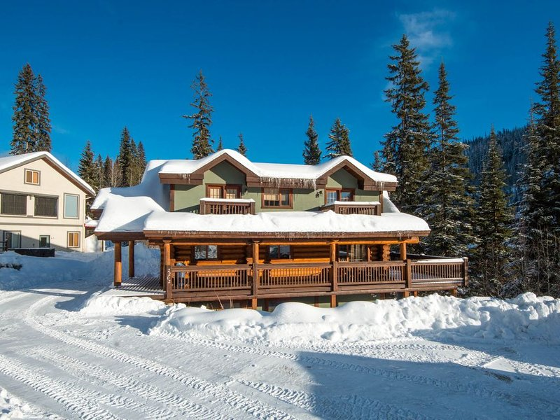 Family Friendly True Log Home experience, holiday rental in Sun Peaks