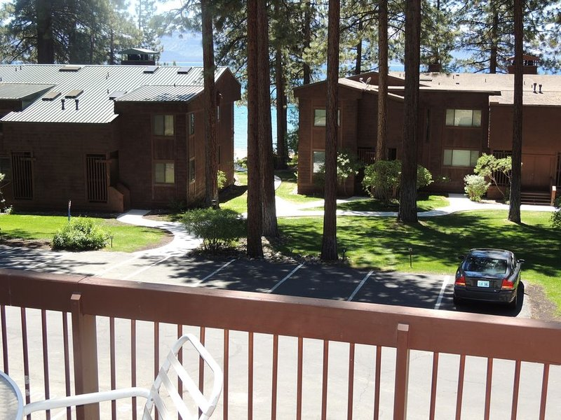 Steps to Private Beach, Minutes to Skiing, Golf, Casinos, Restaurants, Shoping – semesterbostad i Zephyr Cove