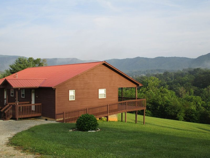 Mountain Cabin Getaway. 45 Minutes From Pigeon Forge And Gatlinburg, holiday rental in Newport