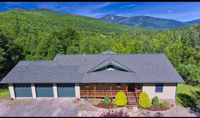 Mountain Side Home With Absolutely Stunning Adirondack Mountian Views, holiday rental in Wilmington