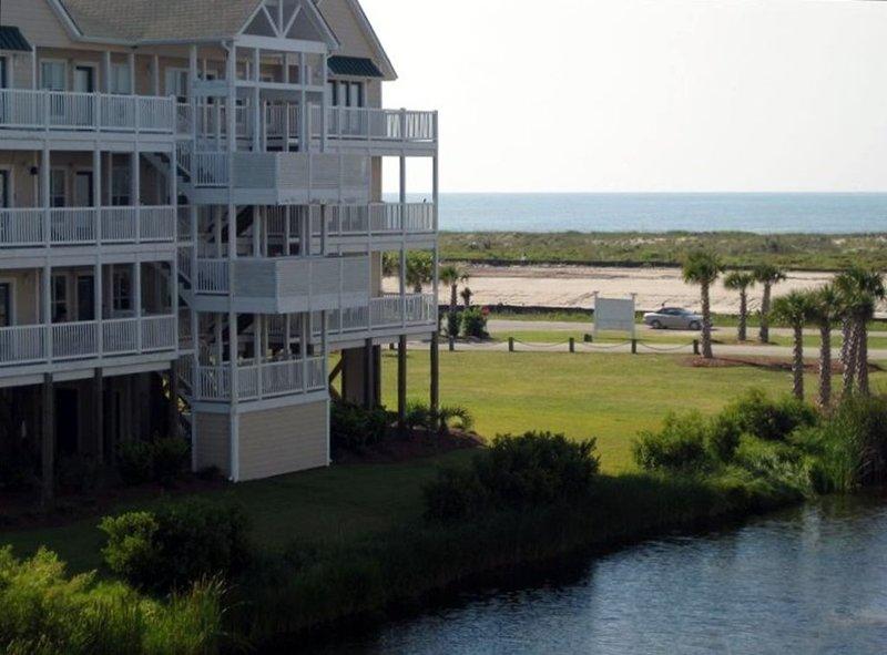 4BR/4BA Luxury Villa Steps from the Ocean, vacation rental in Ocean Isle Beach