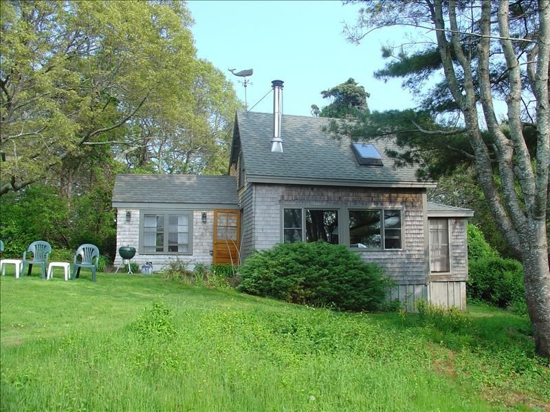 Waterfront Cottage on Hines Point in Vineyard Haven, vacation rental in Martha's Vineyard